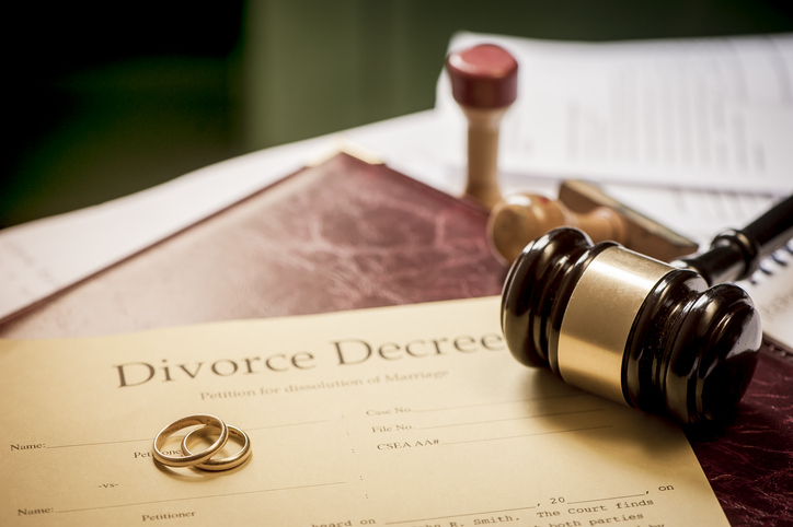 Trimnal & Myers, image of Divorce decree and wooden gavel